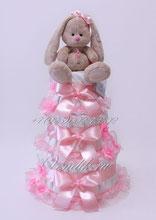 Нежно розовый, весь в рюшах, торт из памперсов для новорожденной девочки с милой мягкой игрушкой Зайкой Ми
