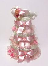 Торт из памперсов с коллекционной игрушкой для малышки.