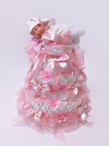 Нежный трогательный подарок из памперсов для новорожденной