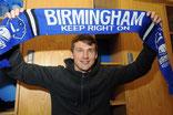 Robert Tesche mit Fanschal von Birmingham City