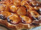 tarte feuilletée caramélisée aux abricots frais