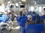 自転車と一緒に乗船