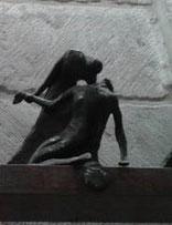 XIII Estación, Jesús es bajado de la Cruz y puesto en brazos de su Madre