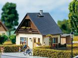 """Einfamilienhaus """"Gabi"""", Plastik-Modellbausatz der Firma Auhagen, 11378"""