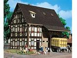 Fachwerkhaus, Bauernhaus mit Scheune, Plastik-Modellbausatz der Firma Vollmer, 3731