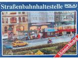Straßenbahnhaltestelle mit Straßenmöbel, Modellbausatz der Firma Faller / Pola, 676