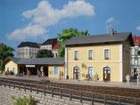 """Bahnhof """"Plottenstein"""" mit Nebengebäuden, Plastik-Modellbausatz der Firma Auhagen, 11369"""