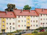 Mehrfamilienhaus, Plastik-Modellbausatz der Firma Auhagen, 11402