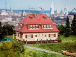 Siedlungs-Doppelhaus, Plastik-Modellbausatz der Firma Faller, 130464