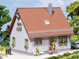 Wohnhaus Einfamilienhaus, Plastik-Modellbausatz der Firma Faller, 130217