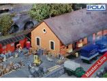 Güterschuppen / Ladehalle mit Kopframpe, Plastik-Modellbausatz der Firma Faller / Pola, 310839