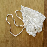 Perles de Majorque montées à la main, nouées sur fil de soie