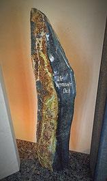 Rasengrab Basalt  Stele mit Spruch