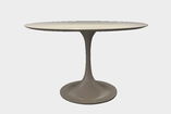 table de salle à manger, vintage, knoll, saarinen, esprtit, pied central, blanche, nordik market, le marais, rue charlot, paris, mobilier, meubles, decoration, décoration, furniture