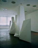 Sol LeWitt's structures  - Ausstellug Henry Moore Institut (Foto: Susan Crowe)
