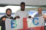 Russell Poyner, Emmanuel Mbende und Tom Kleine in einer Loge des St. Andrew's Stadion in Birmingham