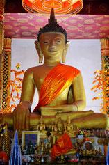 Sitzende Buddhastatue in Pha That Sikhottabong