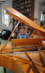 Unterricht am Flügel in der Bibliothek unseres Hauses