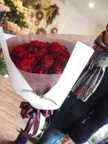 還暦のお祝いに。赤バラの花束。