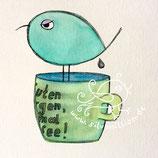Piepmatz, der auf Kaffeepott sitzt, müde guckt und in den Kaffee kackt. Illustration von silvanillion