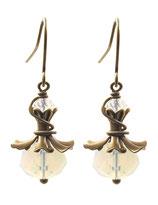 Mara ° The Shining Companion ° Facettierte Opalglas Ohrringe Einzigartige Handgefertigte Ohrringe mit funkelnden Schliffperlen aus irisierendem Opalglas. * Designed and Manufactured by Elfgard® Germany