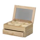 Cajas de madera de diferentes formas y tamaños ideales para trabajos manuales de decoupage