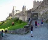 Carcassonne: Aufstieg zur Stadtmauer