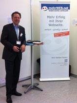 Manfred W. Schoppe am Stand 303 von mehrWEB.net - Agentur für Web-Marketing auf der B2B Nord - Dialog-Messe Hamburg-Schnelsen