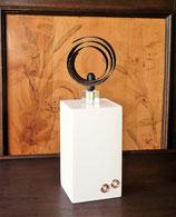 """Upcycling Kunst - """"Spiralität"""" - Symbol ewiger Wiederkehr - Fundstück Spirale auf weißem Sockel"""