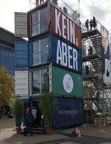 """""""Kein&Aber""""-Tower vor Halle 3."""