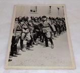 Photo Keystone de Benito Mussolini inspectant les troupes Italie WW2