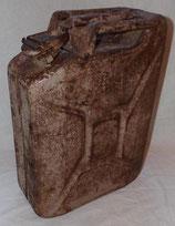 Jerrican couleur sable daté 1944 allemand WW2