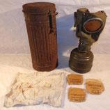 Masque à gaz avec accessoires terrain Sarthe et nominatif allemand WW2