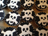 Gruselige Totenkopf-Cupcakes