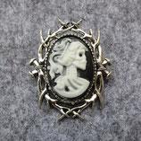 Brosche Dornen Skull Lady