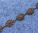 Damengürtel mit roten Steinen