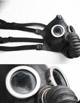 Gasmasken als Schulterdeko