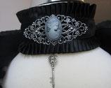 Halsband mit Schlüssel