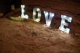 Leuchtbuchstaben LOVE, metall