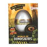 Schlüpfender Dino im Ei