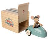 Maus mit Auto und Garage