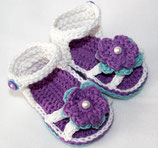 Sandale weiss mit Perlen-Blume