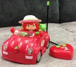 Charlotte aux Fraises dans sa voiture de sport