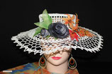 Chapeau avec ses Roses et Feuilles d'automne