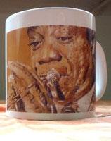 Black trumpet symphony Tasse