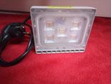 30 Watt LED Strahler, extrem flach, kalt- oder warmweiß mit Stecker