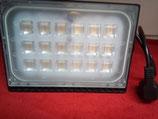 100 Watt LED Strahler, extrem flach, kalt- oder warmweiß mit Stecker