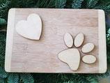 Holzbrett mit Herz und Pfotenabdruck