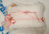 Juego Cestita y Cojin en rosa y blanco