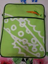 Mochila bandolera Milan con bolsillos. Verde clarito con pez